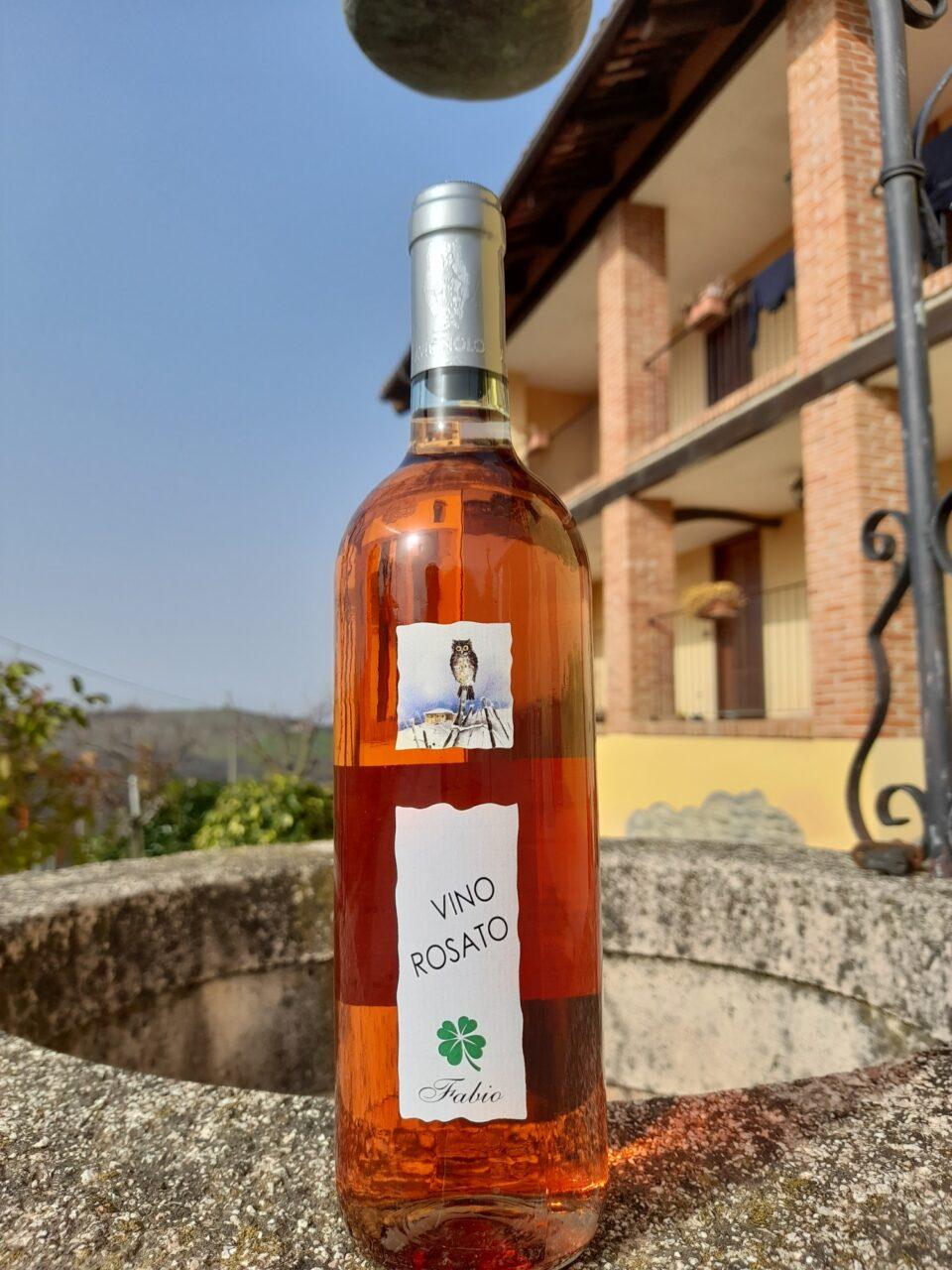 bottiglia di Vino rosato Fabio